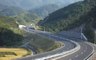 市领导督察国道及环线公路施工进度