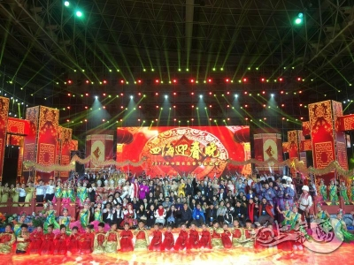 2017中国农民春晚在襄举行 襄阳味儿浓国际范儿足