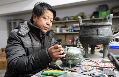 特大盗墓案所追缴文物在宜城成功修复 我市文物工作者获国家级优秀成果奖