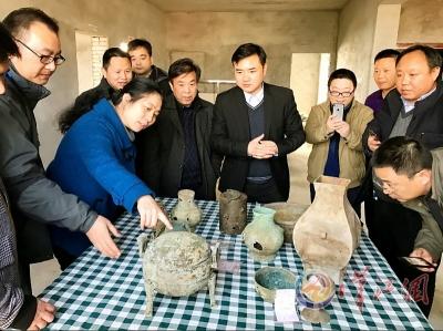 78座秦汉古墓出土上千件文物
