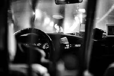 的士车上,襄阳两男子的对话让人心惊肉跳...