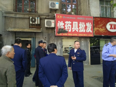 今日襄阳多部门联合执法  集中整治低俗广告