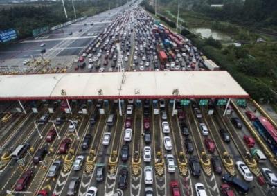 湖北省高速公路通行量373万辆 进出城通道成最大堵点