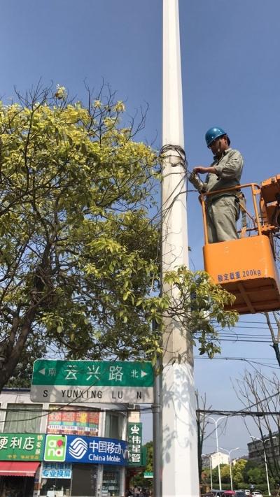 市路灯管理处开展照明灯饰环境整改行动(多图)