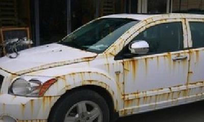 天哪!襄阳男子刚买的新车竟然全锈了 这个问题要注意!