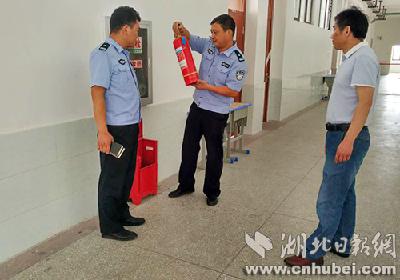 东津新区公安分局为中考保驾护航