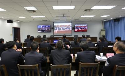 襄阳市公安局组织民警多种形式收看十九大开幕