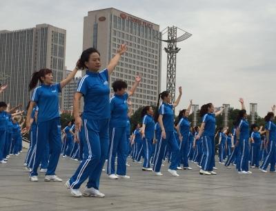 千人广场舞 跳动中国梦