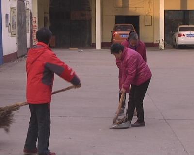 樊城七旬老人  小区志愿服务献余热