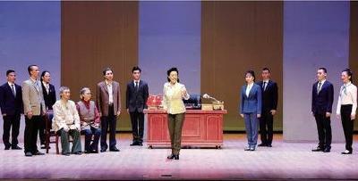 湖北原创反腐题材现代京剧《在路上》 在襄阳精彩上演