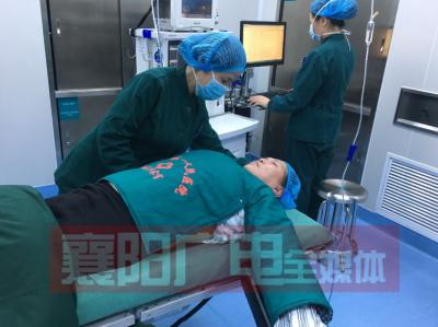 """护士缝制爱心""""小暖被""""   让手术患者很温暖"""