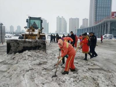 暴雪来袭!襄阳街头出现暧心的一幕!