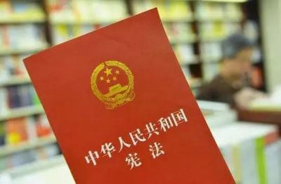 广大干部群众坚决拥护中共中央关于修改宪法部分内容的建议