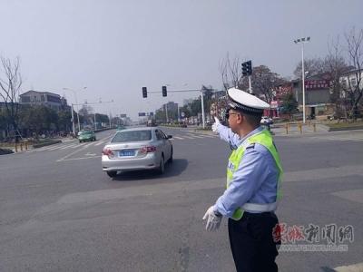 长虹路警务平台春运安保站好最后一班岗