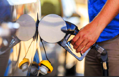 车主们快去加油啊 高位油价今晚或将再涨