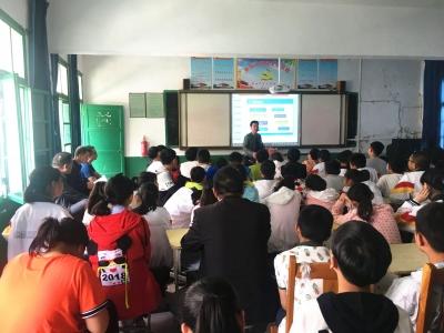 谷城县科技局多形式开展科技活动周活动