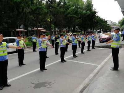 开展交通手势训练 树立公安队伍形象