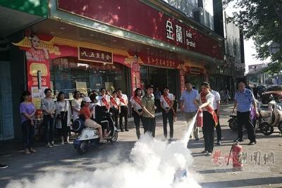 逃生、自救!樊城消防大队对商场员工开展消防培训