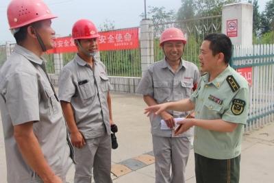 樊城消防大队深入辖区易燃易爆场所开展消防监督检查