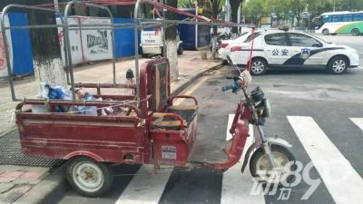 电三轮没插钥匙男子照样骑行,结果引起了民警的注意......