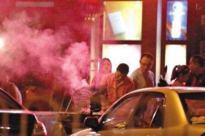 【曝光台】樊城部分餐饮店油烟净化装置未到位 高新区露天喷漆现象严重