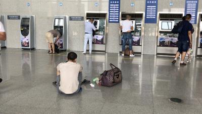 襄阳火车东站、襄阳汽车客运东站环境脏 乱 差