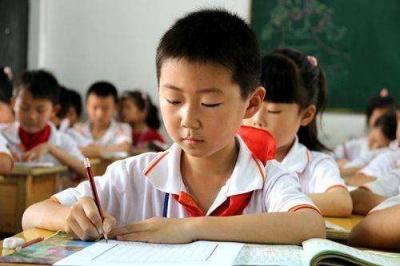 """襄阳""""适龄""""入学条件收紧   倒逼家长提前做好准备"""