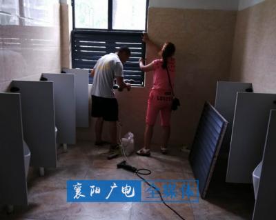 """新建厕所却面临""""走光""""尴尬   目前......"""