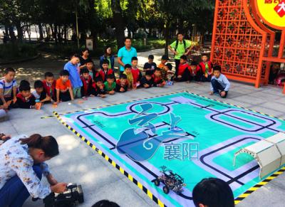 """""""脱离电子产品""""   社区举办机器人科普   为孩子添兴趣"""