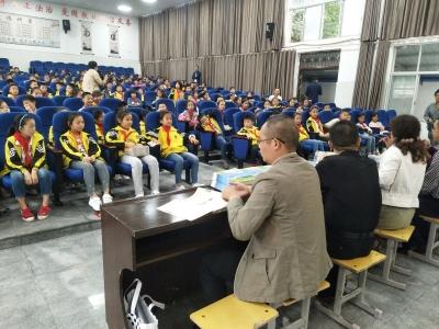 襄州区科技局(地震局)在八一路小学开展地震演练活动