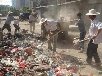 襄城区组织第二次城乡垃圾清除百日行动拉练检查