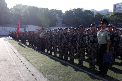 学校隆重举行2018级新生开学典礼暨军训开营式