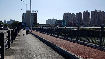 """清河一桥新修道路散落大量""""石子"""" 原来竟是……"""