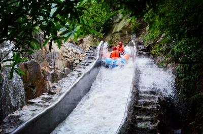 注意!国庆期间,两名游客在某景区不幸坠亡!