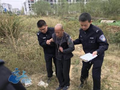 空巢老人疾病缠身跳井自杀  枣阳民警及时救助送医治疗