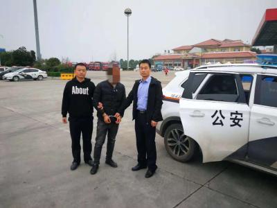 枣阳民警办案归途  在高速服务区抓获一名网上逃犯