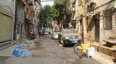 樊城区兴武街破烂道路修复难
