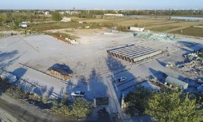 樊城区多部门联合执法强制拆除河滩违建