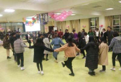 载歌载舞,校园共庆彝族新年
