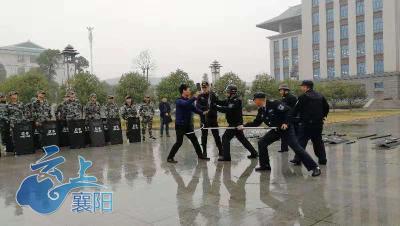 襄城警方组织开展高校安全防范暨反恐培训活动