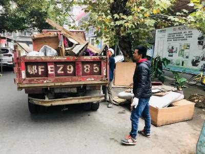 荆州街社区开展创文卫生大整治活动