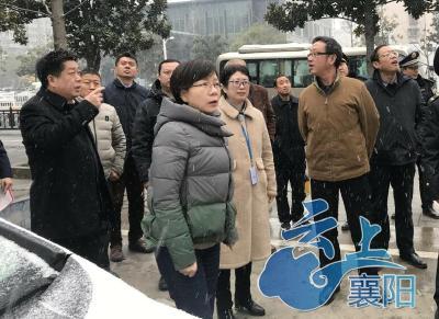 襄阳:拆除杂乱招牌  提升城市形象