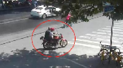两男子盗窃医务室一万多元  襄阳民警如数追回