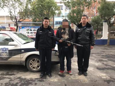 枣阳平安创建深入民心   熊集村民主动上缴气枪