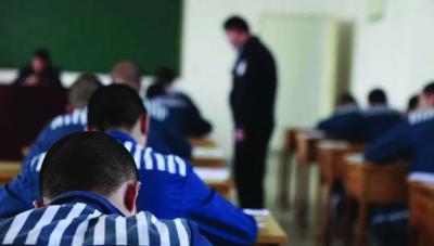 12岁弑母男孩将返校? ——法律不能成为未成年罪犯的护身符