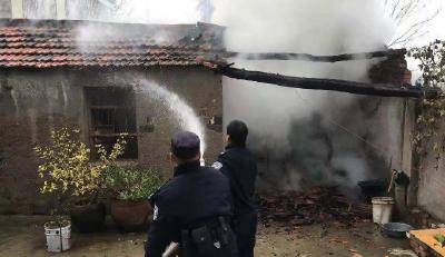 襄阳男子出门散步 回家后房屋被烧得一片狼藉