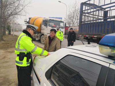 襄城警方开展春运前道路交通安全整治行动