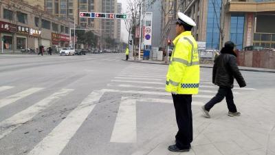 襄阳保康警方启动城区道路交通秩序严管严查百日整治行动