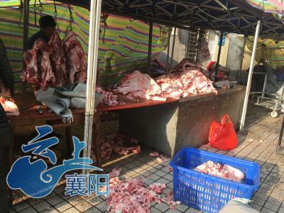 农贸市场改造完毕  肉摊依然常驻小区