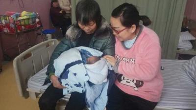 新生儿取名难度大  公安出招解难题